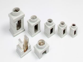 Insulated connection and branch-off connector